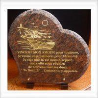 coeur funéraire en granit avec gravure poeme